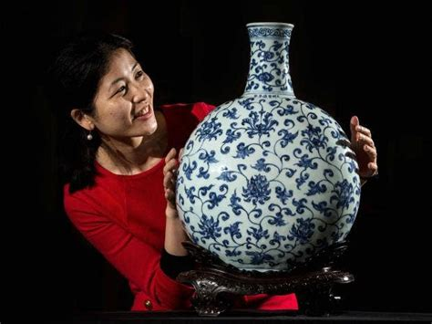 Stunning Ming vase on display with Glasgow's Burrell