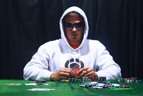 How to Deal With Tricky Poker Players - Online & Mobile