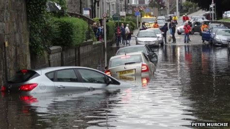 Heavy downpours cause flooding in Aberdeen - BBC News