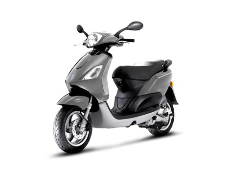 Piaggio Fly 50 4V, the Agile Affordable Scooter